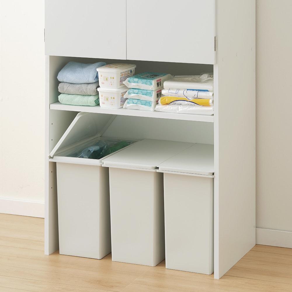 《幅69cm》ゴミ箱上を有効活用!下段オープンたっぷり収納庫 【オープン部収納例 1 】ゴミ箱が複数入るので分別も可能です。