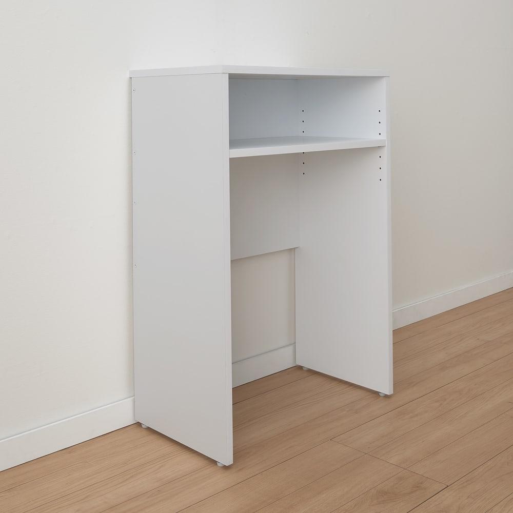 ゴミ箱上を有効活用!キッチンカウンター作業台 幅79cm・奥行44cm 幅木よけ付きで、壁ぴったりに設置できます。背板は壁のコンセントをふさがない仕様です。