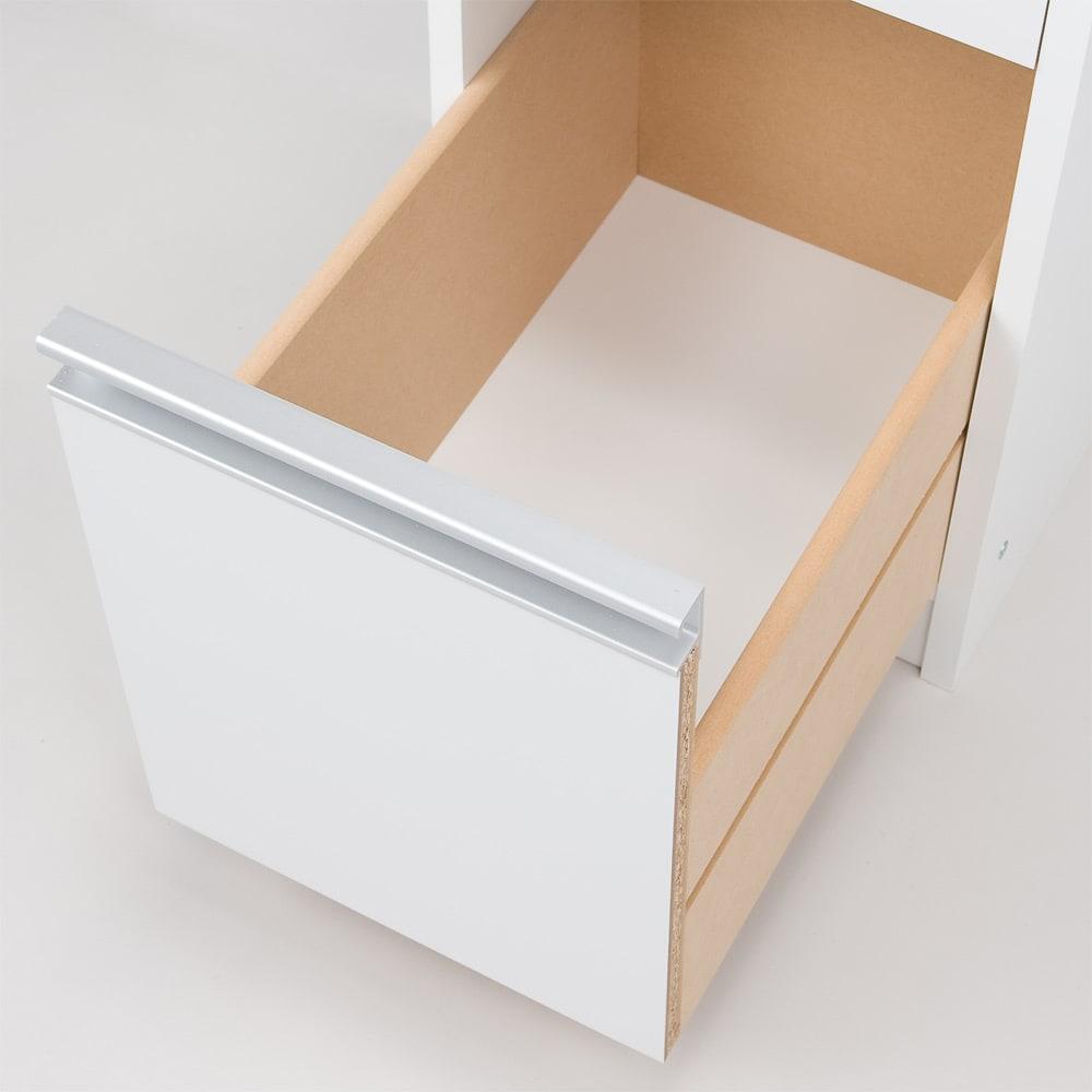 取り出しやすい2面オープンすき間収納庫 奥行55cm・幅25cm 引出しの底板は化粧仕上げです。