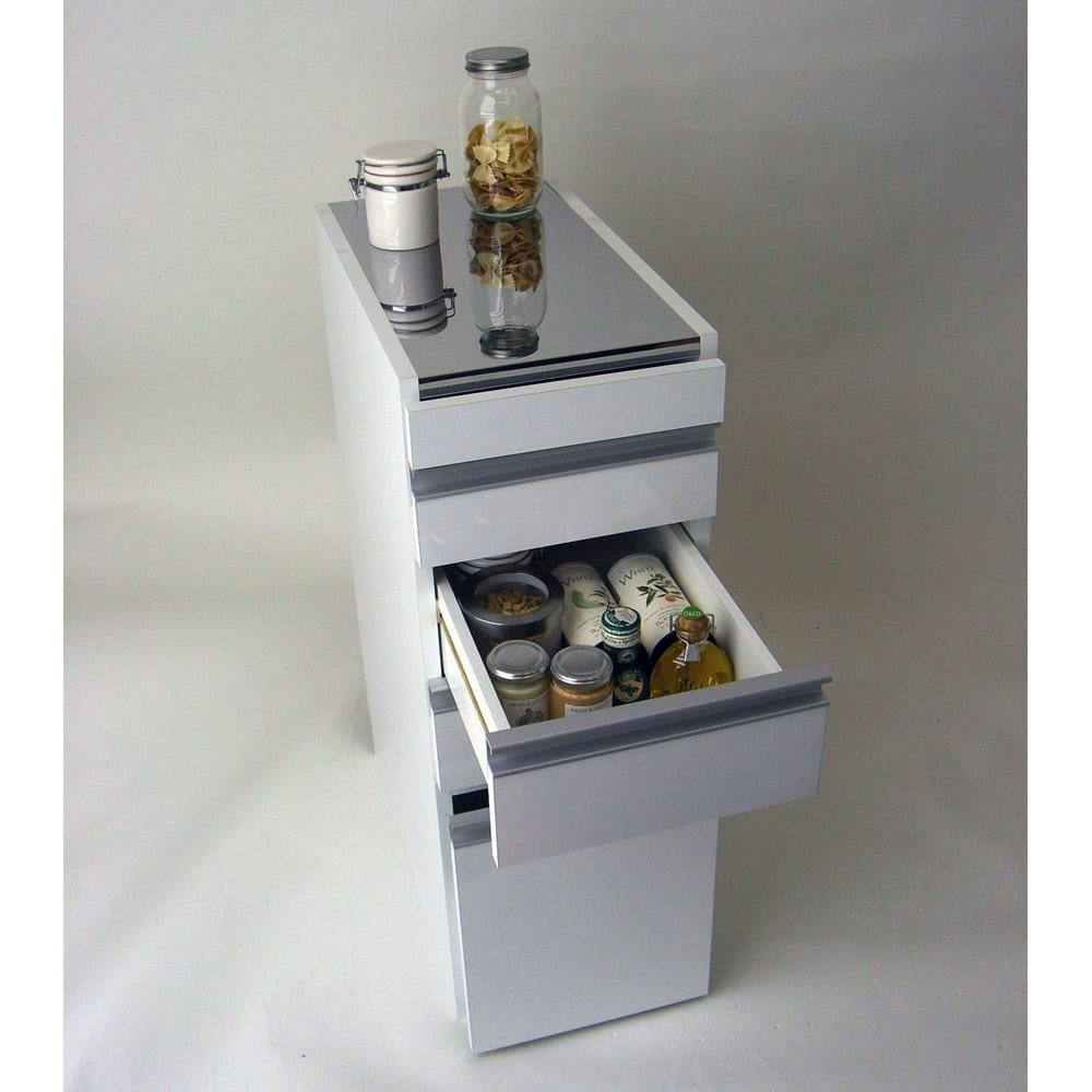 光沢仕上げダブルステンレス天板すき間収納庫 ロータイプ高さ85cm 幅25cm キッチン周りの小物類の収納はお任せ!!最下段はボトル類が入ります。