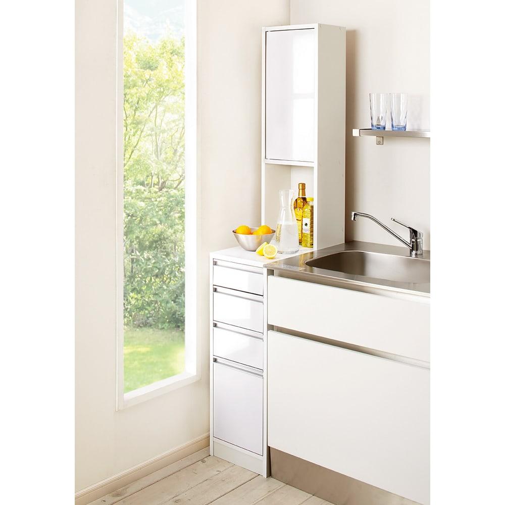 水ハネに強いポリエステル仕様 キッチンすき間収納庫 奥行55cm・幅15cm ハイタイプ (左開き) ※写真は幅30cm高さ180cmタイプです。