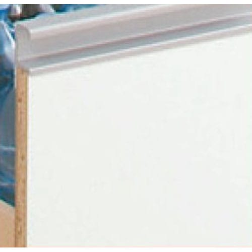 上品な清潔感のあるアクリル扉のキッチンすき間収納 幅15cm・奥行55cm 前面はお手入れがラクなポリエステル化粧合板光沢仕上げ。 汚れやすいキッチンではサッと拭けてお手入れラクラク。