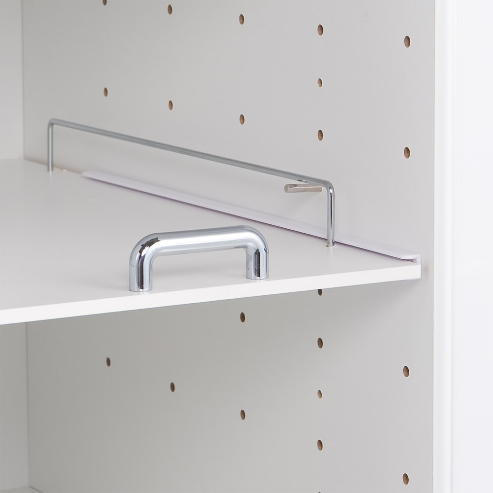 上品な清潔感のあるアクリル扉のキッチンすき間収納 幅25cm・奥行55cm 棚板は6cmピッチ10段階調節可能。収納したい物に合わせて設定できます。