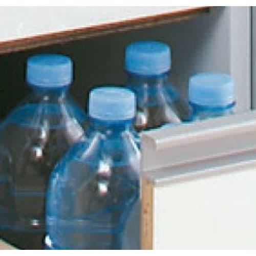 上品な清潔感のあるアクリル扉のキッチンすき間収納 幅25cm・奥行55cm 細かいものも収納しやすい引き出しタイプ。 取っ手も出っ張りがないので狭いキッチンでは便利です。