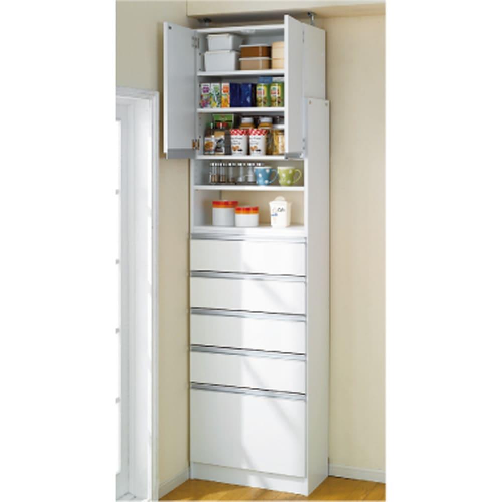 薄型で省スペースキッチン突っ張り収納庫 チェストタイプ 幅60cm・奥行31cm 奥行31cmでこの収納力です。おしゃれなシステムキッチンになじむ人気のデザインの食品収納庫です。