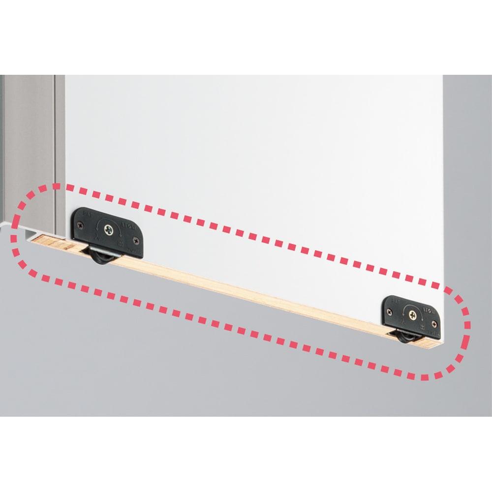 頑丈引き戸キッチンストッカー 幅46cm 引き戸扉裏に滑車が付いているため、軽い力でスムーズに開閉できます。