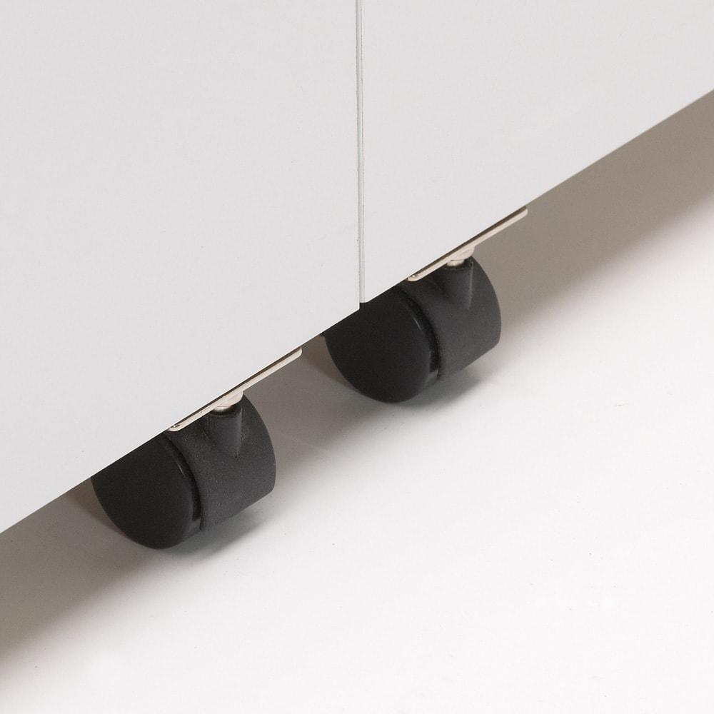 大容量なのに探しやすい!ドアポケット付きキッチンストッカー 幅60cm 収納付きの扉の開閉をしやすくするキャスター付き。