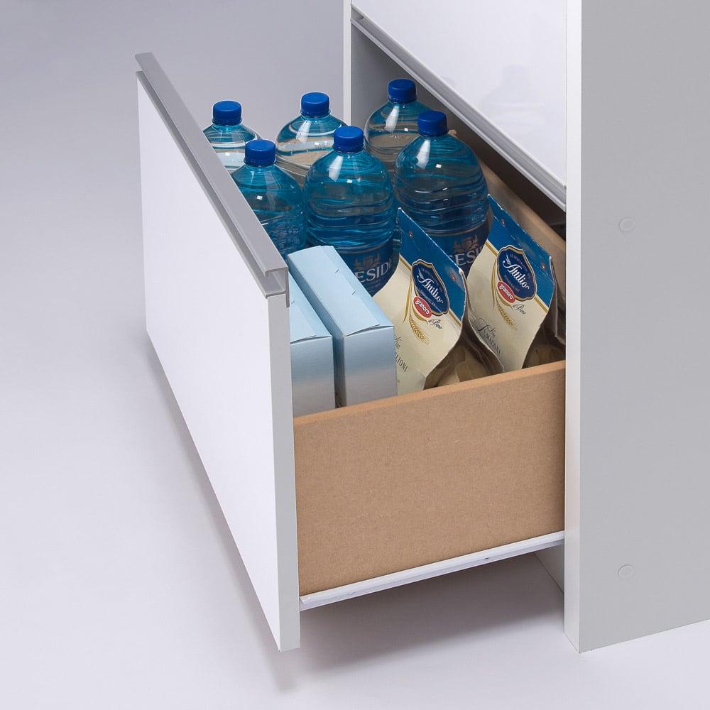 家電が隠せる!シンプル家電収納ストッカー 高さ180cm 引き出しにはペットボトルも入ります。