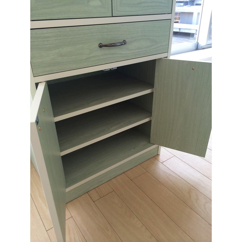 キッチン収納ミニ食器棚シリーズ キャビネット大(高さ120.5cm) 最下段の扉内部にも高さ調節できる収納棚板がついています。