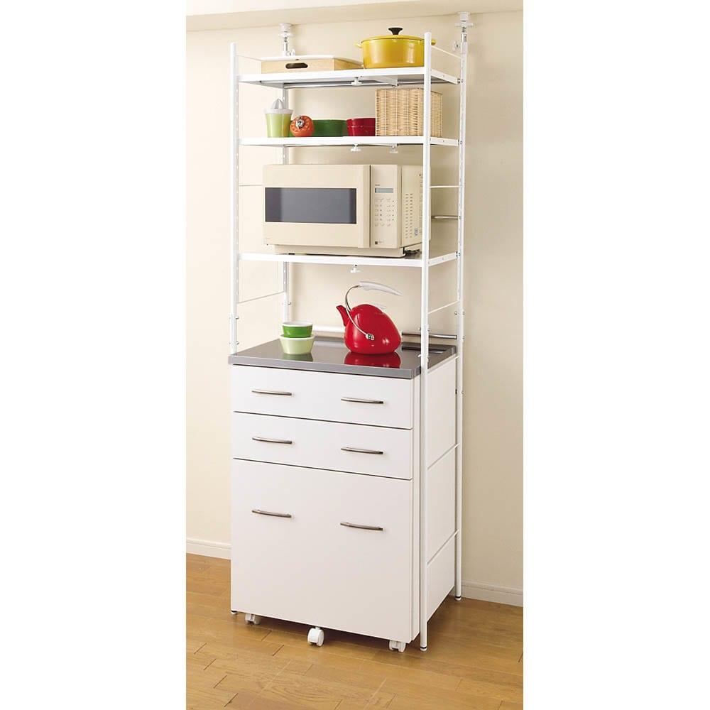 幅伸縮キッチンラック 突っ張り式・棚3段 幅47.5~70cm・高さ194~272cm (ア)ホワイト 梁のある低い天井にも対応。
