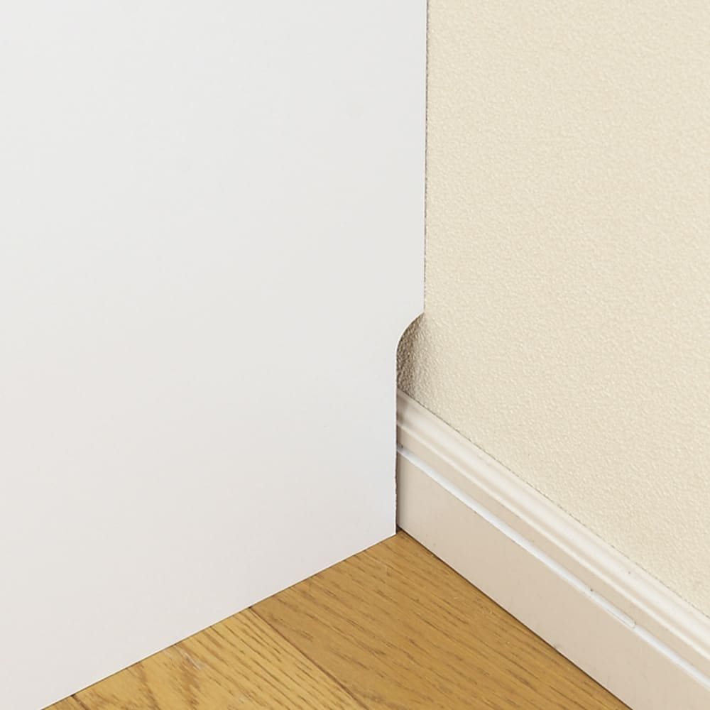 組立不要 キッチン分別タワーダストボックス 4分別 ゴミ箱タイプ 床に少し出ている幅木を避け仕様。 トールタイプだからこその嬉しい機能。 1.5×10cmの幅木よけで壁にぴったり設置できます。