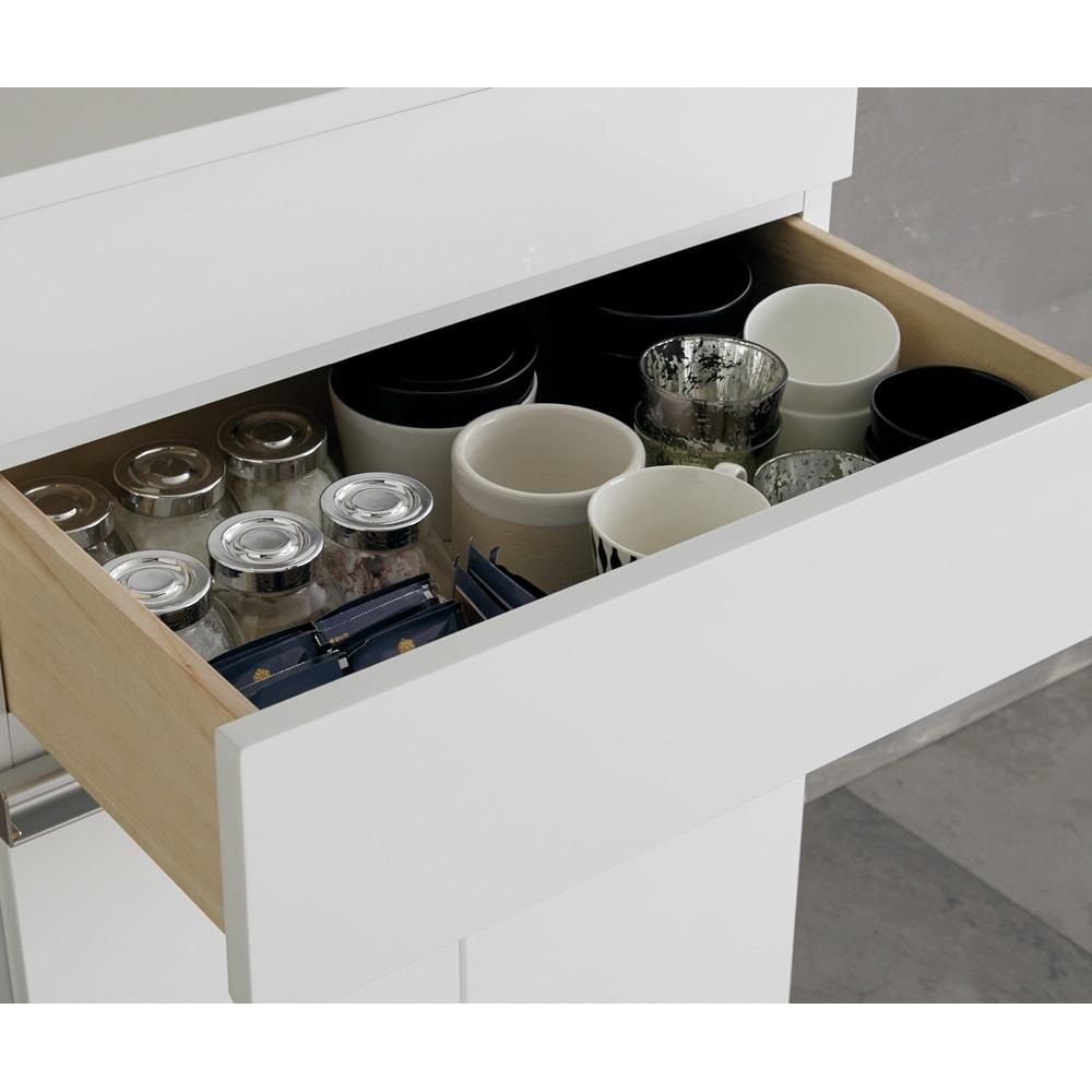 光沢仕上げ腰高カウンター収納シリーズ キッチン収納庫 幅109.5cm 引き出し2段目は内寸高10cm。小鉢やコーヒーカップを収納。