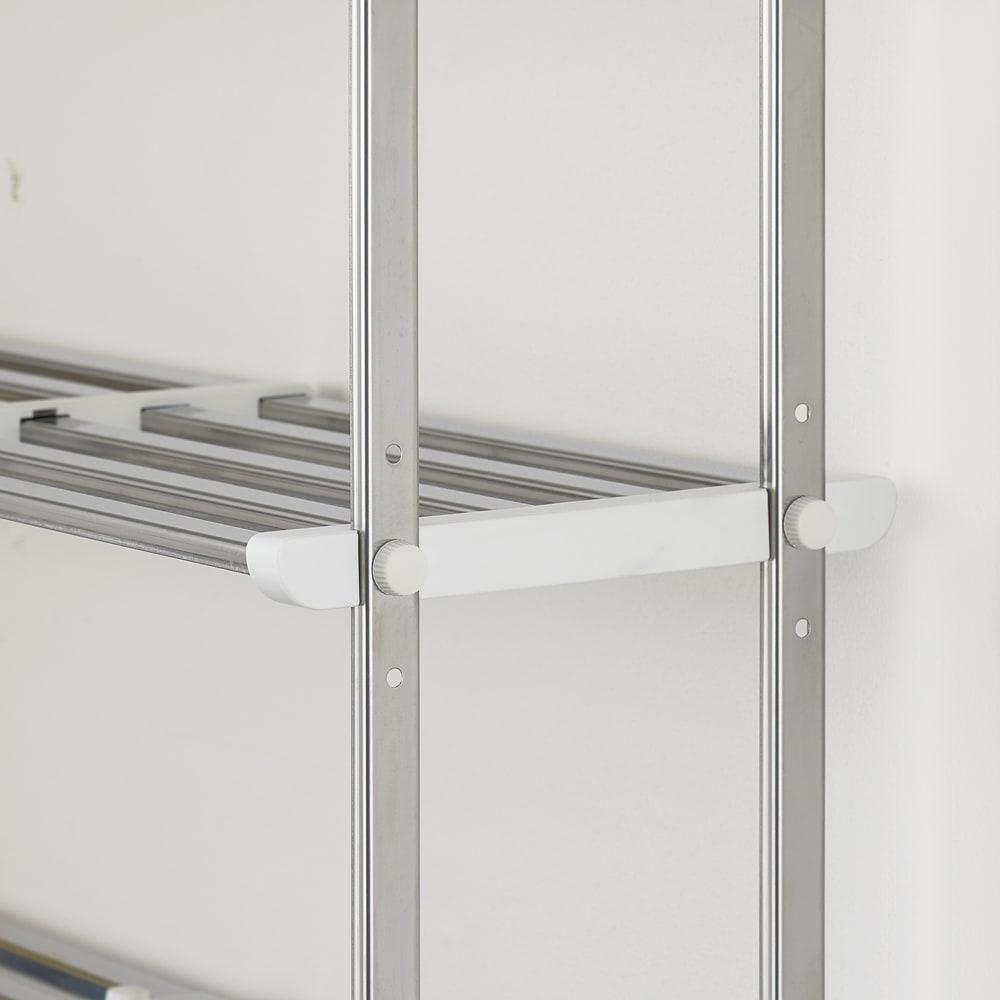はさむだけで取り付けラクラク 幅伸縮キッチン戸棚下収納 2段 高さ45cm 上段の棚は3cm間隔3段階に高さ調節できます。