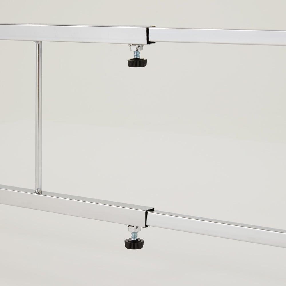 幅と高さが伸縮できるステンレス作業台 幅76~120 奥行45cm 幅は76~120cmの間で調整できます。