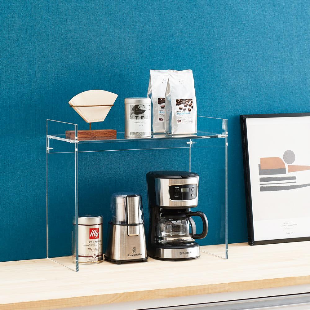 アクリル製キッチンカウンターラック 幅42cm 使用イメージ 空間がすっきり広々見えます。 ※写真は幅52cmタイプです。