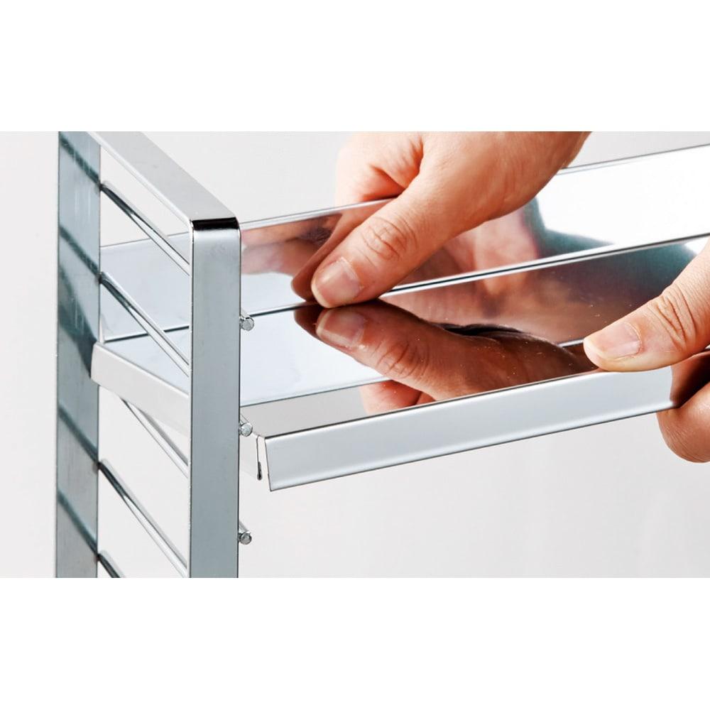 ステンレス棚板コンロ奥ラック 3段・幅67.5cm フレームは頑丈なスチール製。棚板は高さ調節可能。