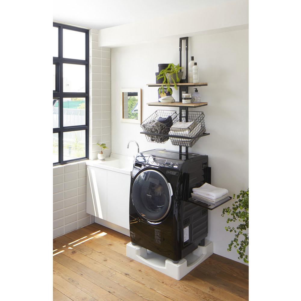 洗濯機マグネット折り畳み棚 使用イメージ(イ)ブラック 曲面にも貼り付けられる構造になっているので、洗濯機の前面、側面、どちらにも貼り付けられます。