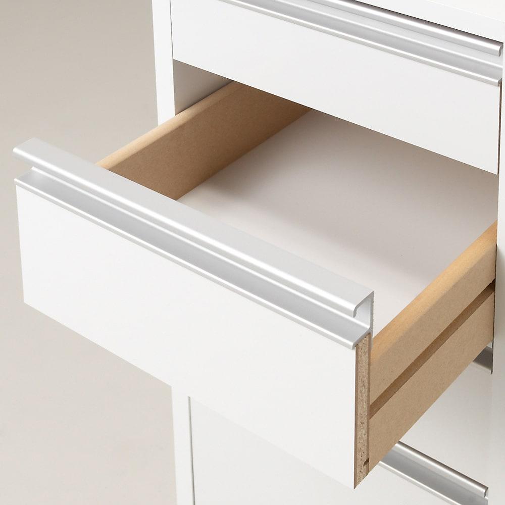 取り出しやすい2面オープン隙間収納庫 奥行29.5cm・幅15cm 引出し底面化粧仕上げで、タオル類や下着類の収納にも嬉しいです。