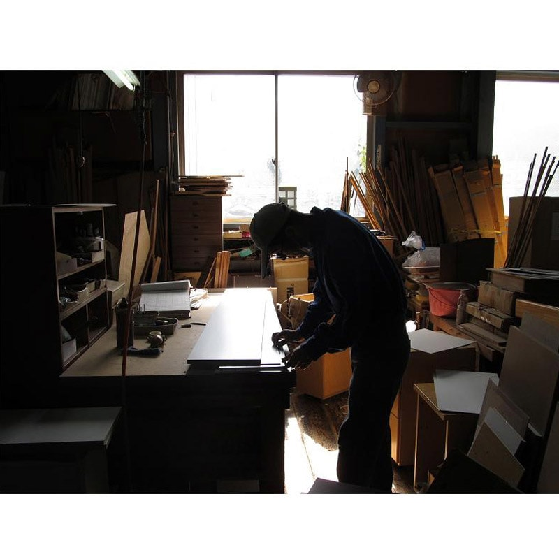 アクリル扉すき間収納庫 奥行44.5・幅25cm 国産老舗家具メーカーの熟練された職人がひとつずつ、丁寧に仕上げた商品です。