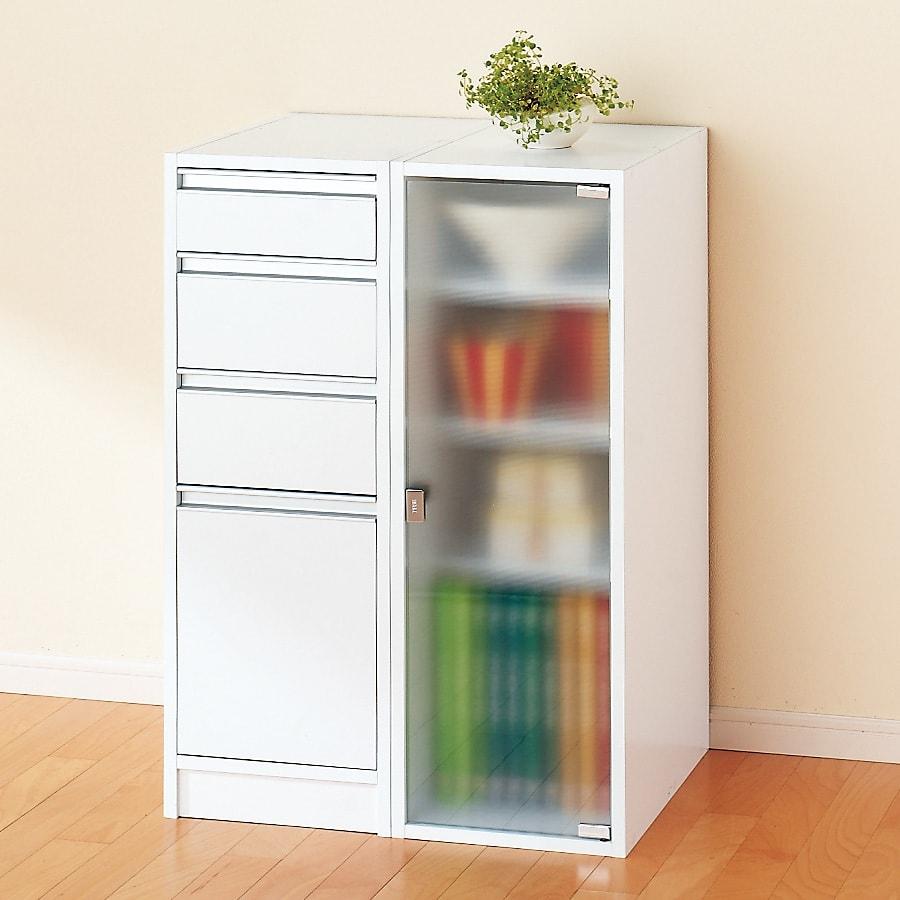 アクリル扉すき間収納庫 奥行44.5・幅30cm 天板化粧仕上げなので横に並べて使うこともできます。