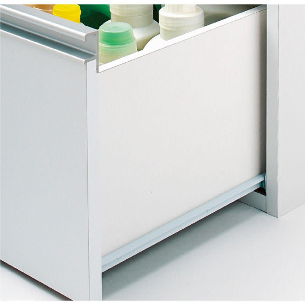 組立不要 収納物に優しい サニタリーすき間チェスト 幅40cm 引き出しは開閉がスムーズなレール付き。奥の物が取り出しやすい嬉しいポイントです。