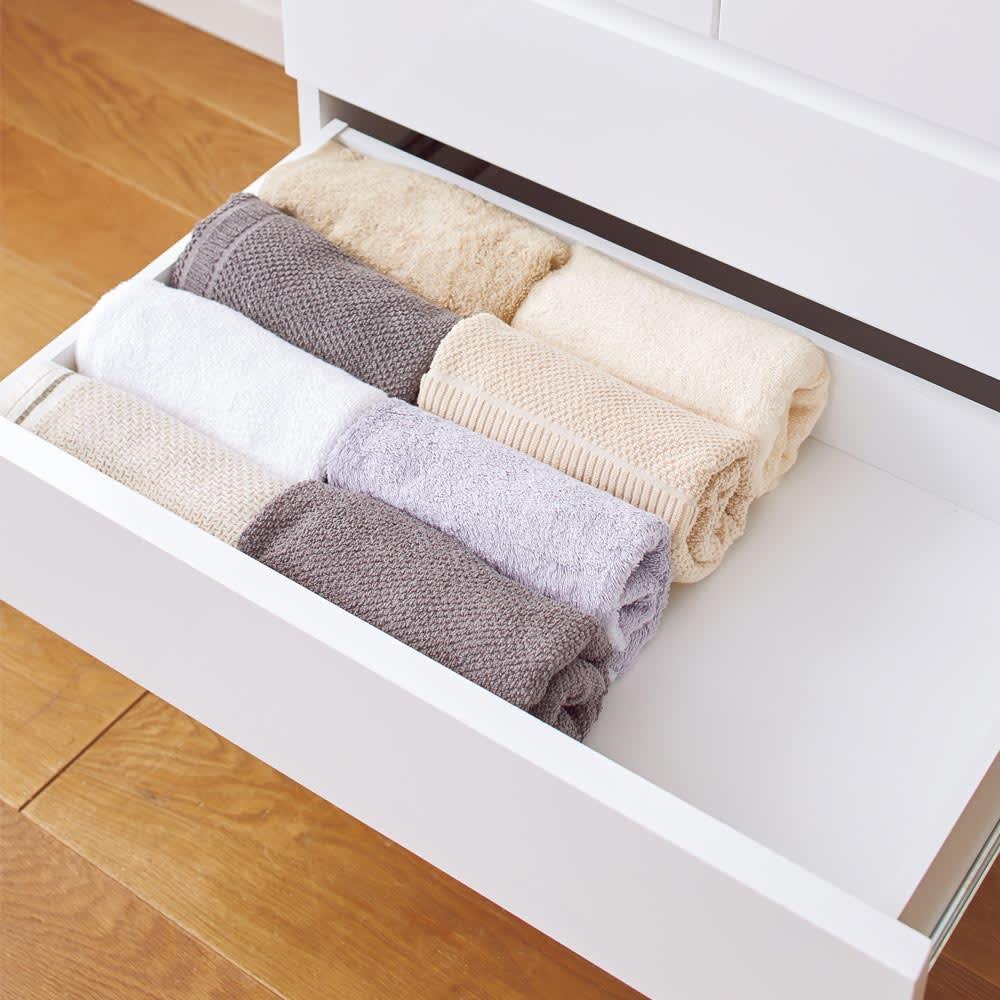 光沢仕上げ内部化粧チェスト 幅65・奥行30cm 引き出し内部は衣類にやさしい化粧仕上げ。