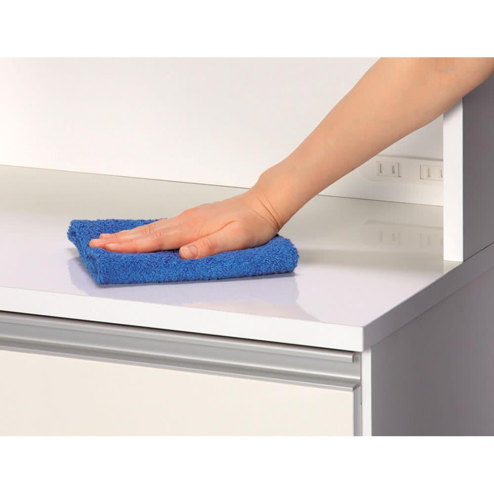 水回りでも安心の光沢洗面所チェスト 扉付きハイタイプ・幅44.5cm 中天板・引き出し前面・扉は汚れに強く美しいポリエステル化粧合板を使用しています。