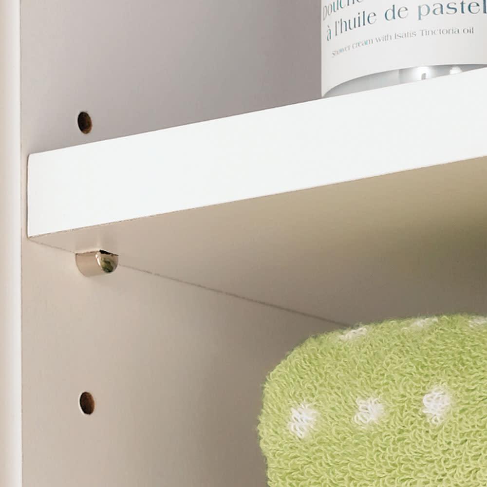 水回りでも安心の光沢洗面所チェスト 扉付きハイタイプ・幅59.5cm 扉内の棚板は3cmピッチで高さを調節できます。
