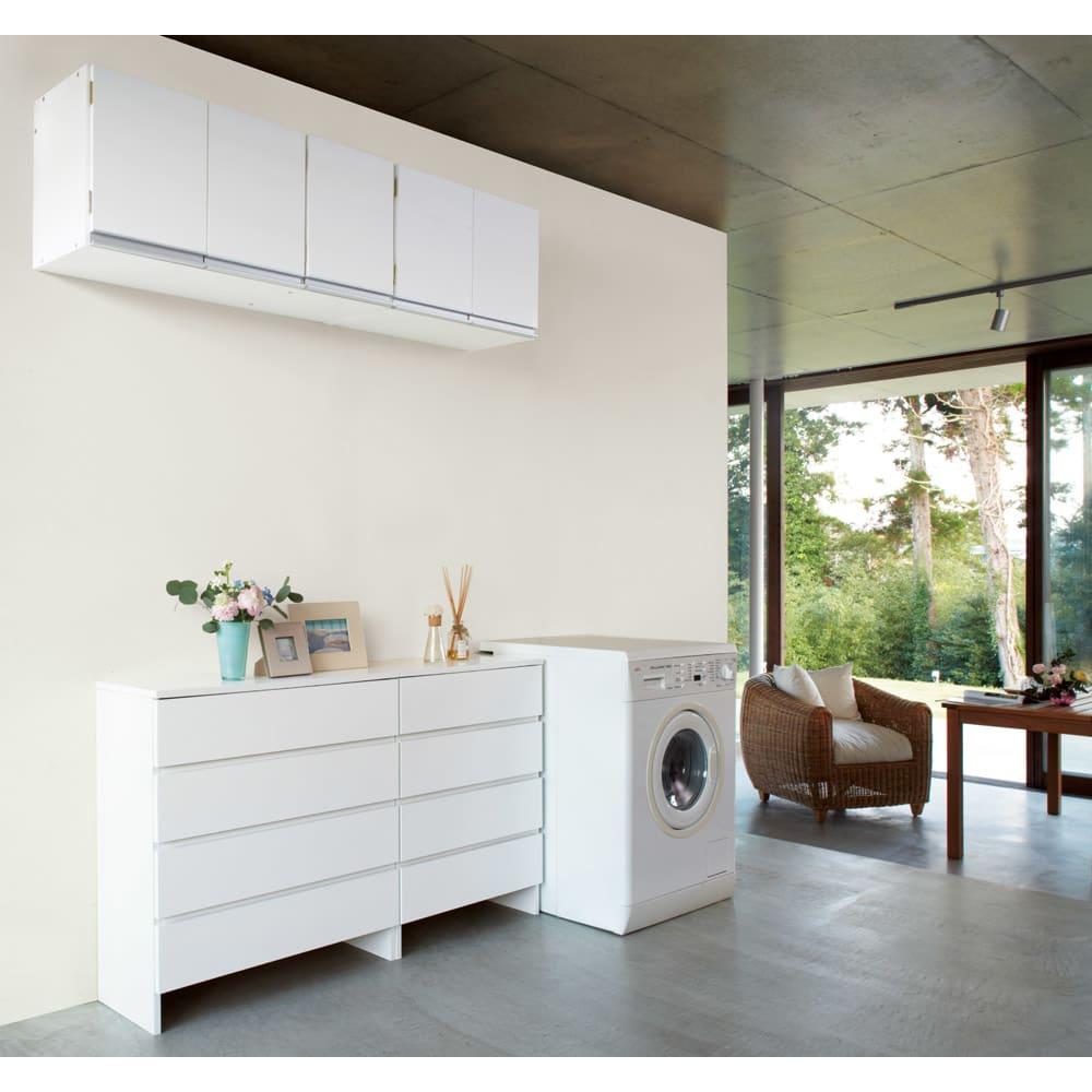 光沢仕上げ吊り戸棚 扉タイプ 幅90cm 吊り戸棚を使って狭いスペースでも効率的な収納ができます。 前面は光沢仕上げで高級感があります。