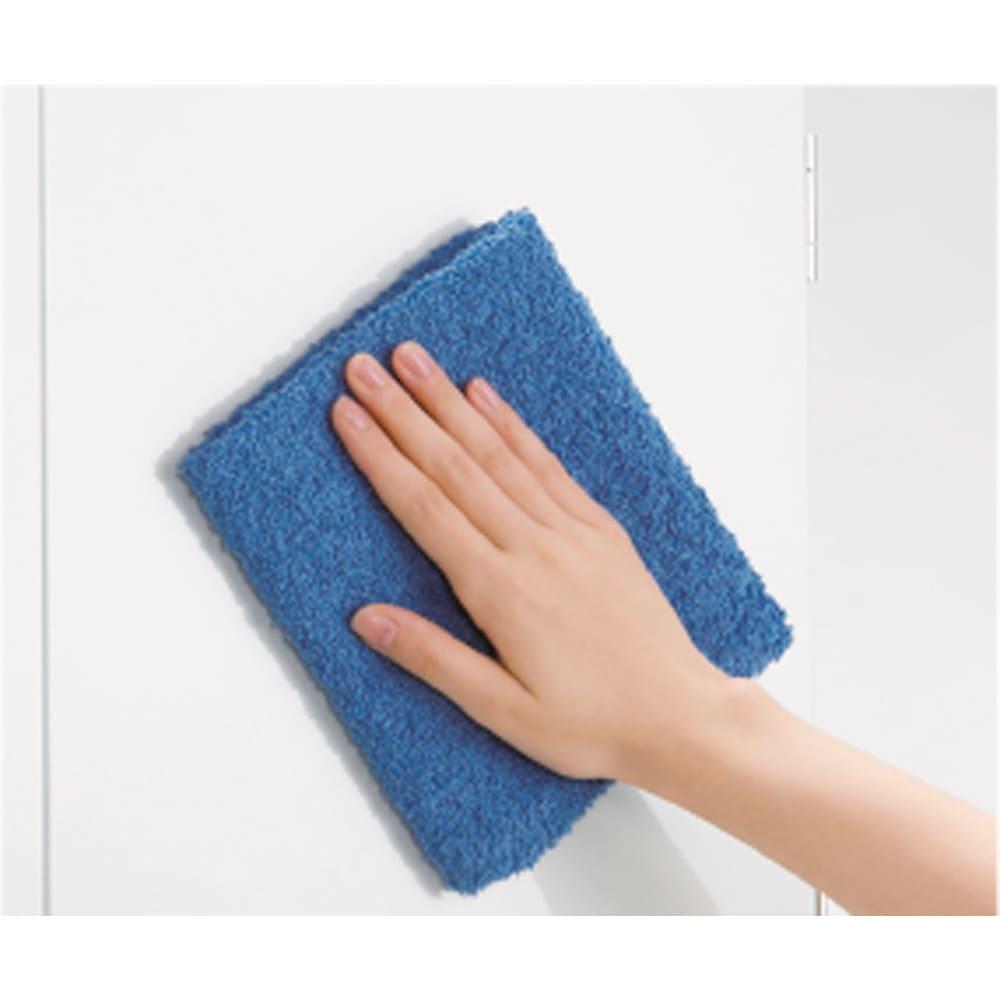 光沢仕上げ吊り戸棚 引き戸タイプ 幅120cm ポリエステル化粧合板仕様でお手入れもラクラク。 光沢仕上げなので、高級感のある仕様です。
