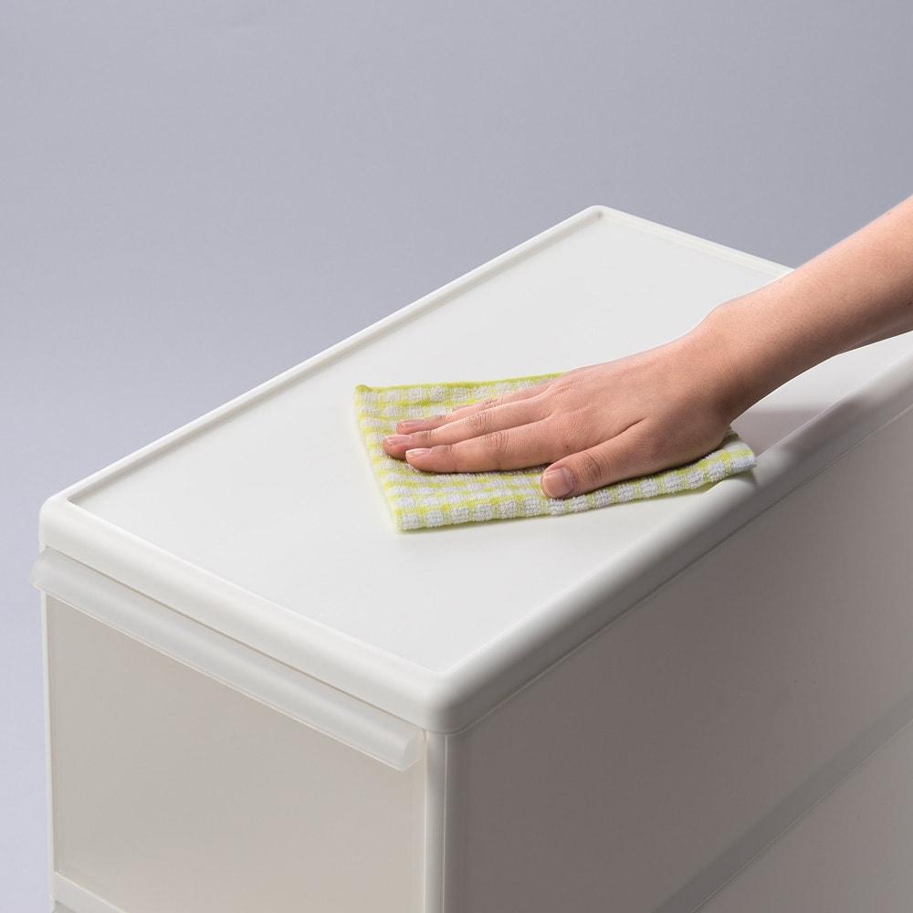 段差がまたげる隙間収納 アジャスター付きストッカー ワイド中2深1 幅25.5高さ92cm 本体・天板は水ハネに強い樹脂製です。小物用の棚としても活用できます。