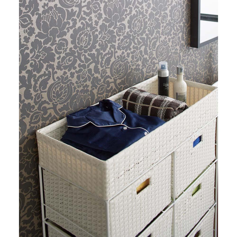ラタン調ランドリーチェスト キャスター付きタイプ 幅41cm高さ109.5cm 上のかごは着替えやタオルを収納するのに便利です。
