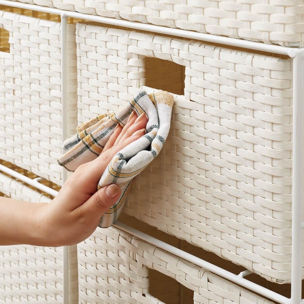 ラタン調ランドリーチェスト キャスター付きタイプ 幅61cm高さ109.5cm 汚れてもサッと拭きとれます。