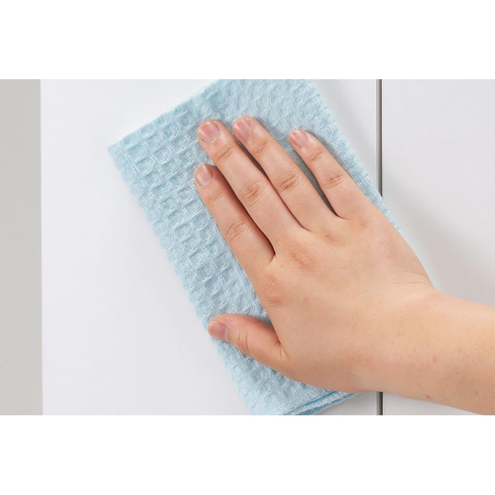 組立不要 天井まで使える薄型サニタリーチェスト 奥行23.5cm・幅60cm 前面はお手入れが簡単なポリエステル化粧合板を使用しています。