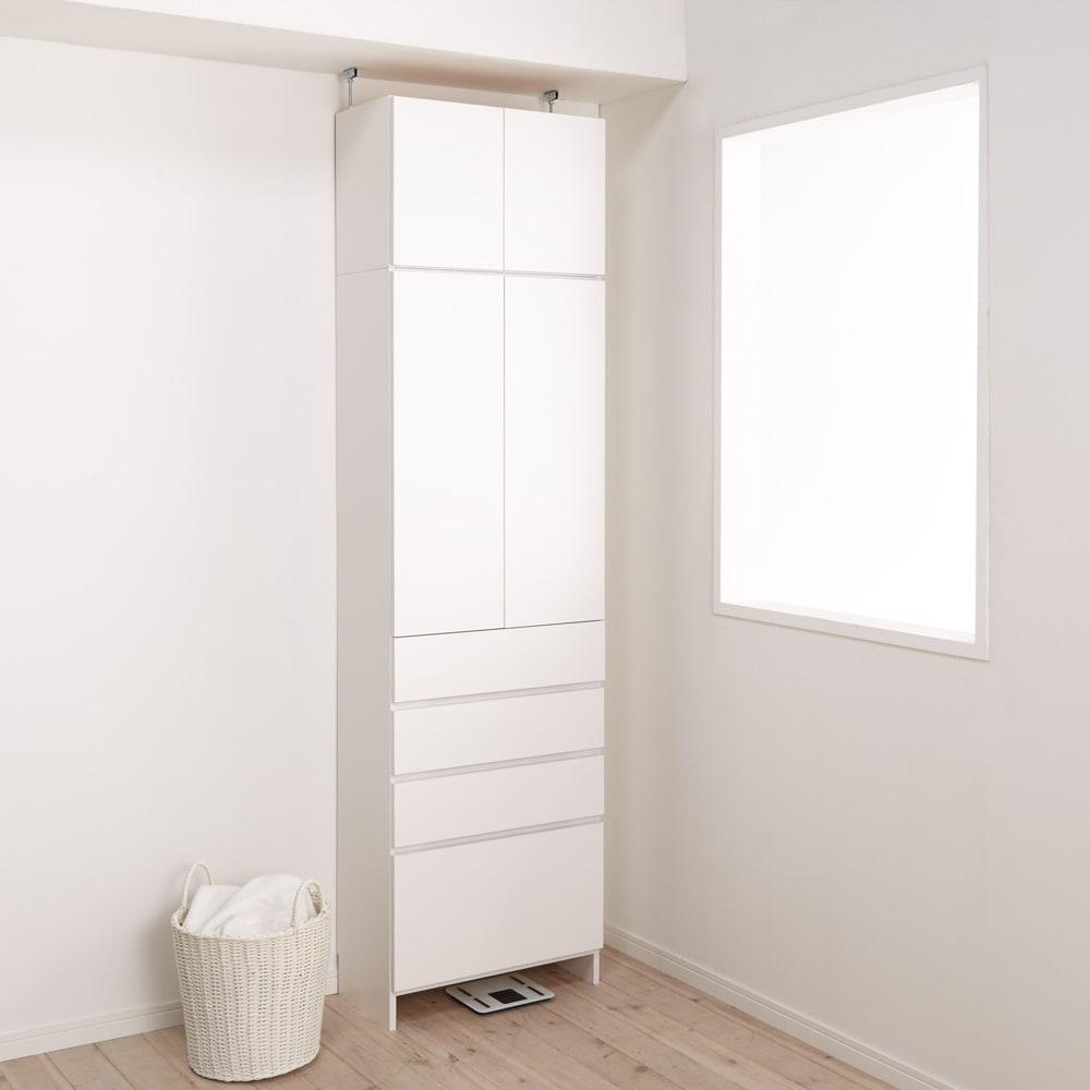 組立不要 天井まで使える薄型サニタリーチェスト 奥行31.5cmタイプ・幅60cm 扉を閉じればすっきりとした明るい印象です。※写真は上置き(別売り)を使用しています。