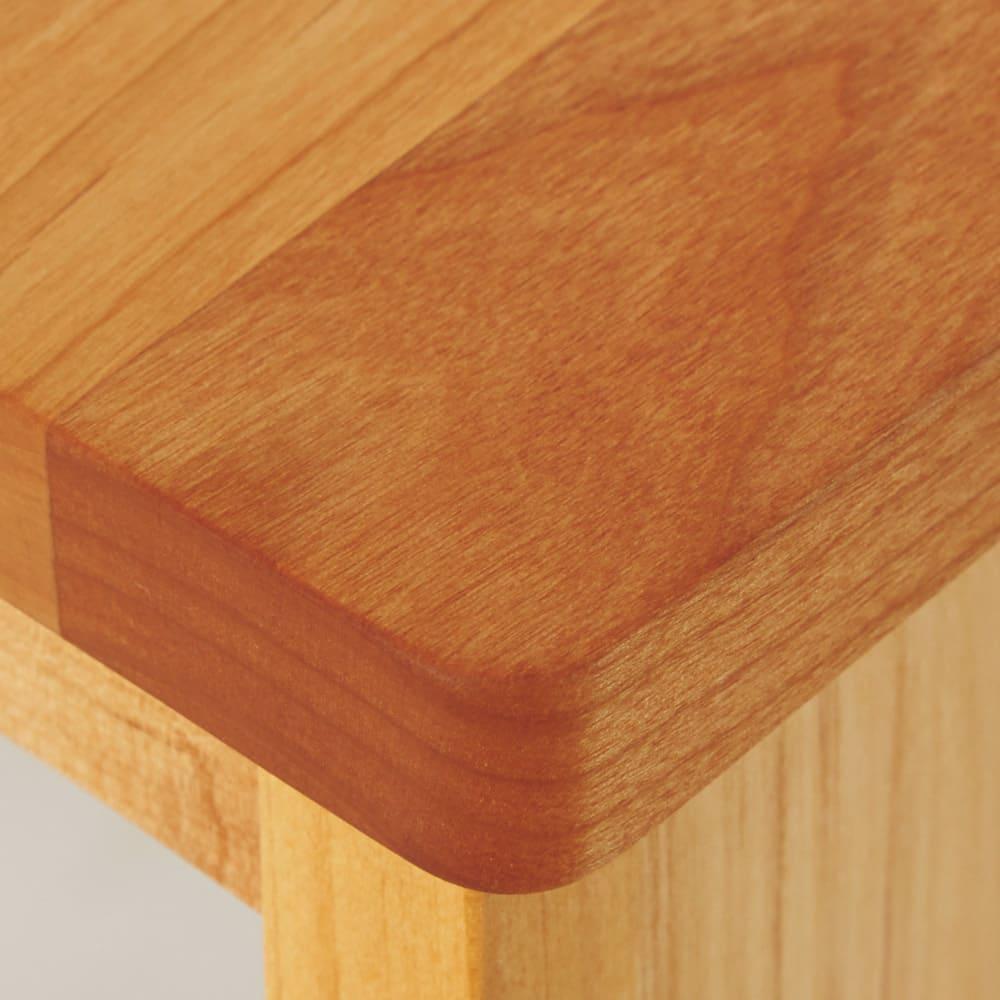 【北欧テイスト】アルダー天然木伸長デスク付きランドセルラック 小引き出し・トレー収納部左 やさしい手ざわり。天板はあたたかみのあるアルダー天然木。安心のために丸角仕様です。
