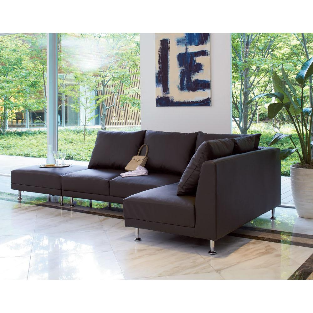 シンプルスタイルコーナーソファ お得な2点セット (イ)ダークブラウン 背面も前面と同じきれいな仕上げ。  壁付けに間仕切りにとお部屋に合わせてお使いいただけます。 ※オットマン(スツール)は商品に含まれません。