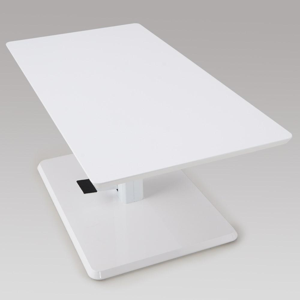 移動がしやすい!キャスター付き昇降式テーブル幅120 【ポイント】奥行60cmのスマートサイズ。リビングルーム、一人暮らしの方など様々な場所にも設置しやすいサイズです。