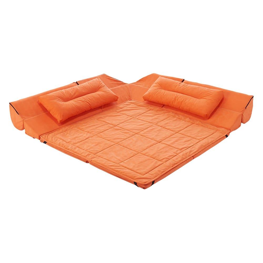 包まれるしあわせのクッション付きごろ寝ソファ 小(142×142cm) (ウ)オレンジ 背もたれクッションを倒した状態