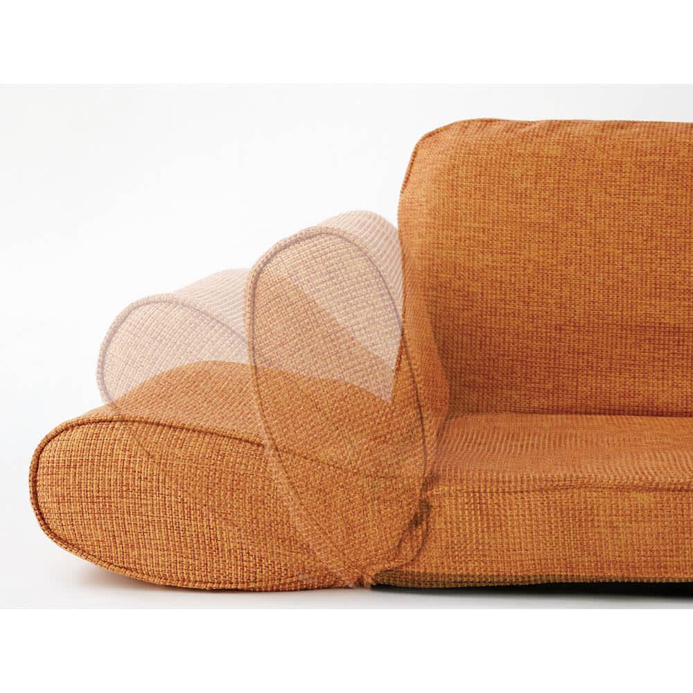 座椅子にもなる!2way省スペースソファ ラブソファ・幅126~167cm 【ポイント】ソファの肘部は13段ギア付き。座椅子のストッパー代わりにも。