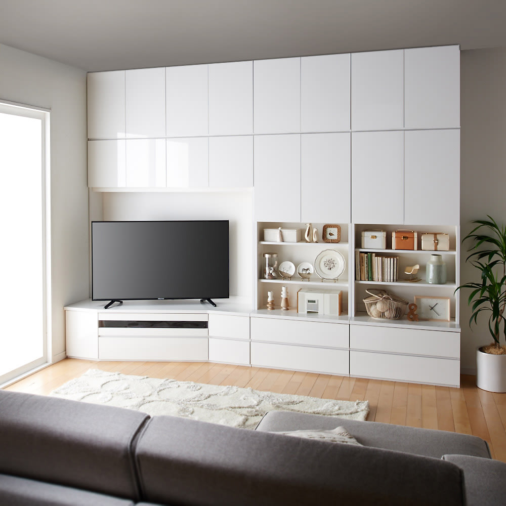 コーナーテレビ台壁面収納シリーズ 幅117cm TV台左壁設置用 コーディネート例 ソファ目線(ア)ホワイト 画像は幅150cm