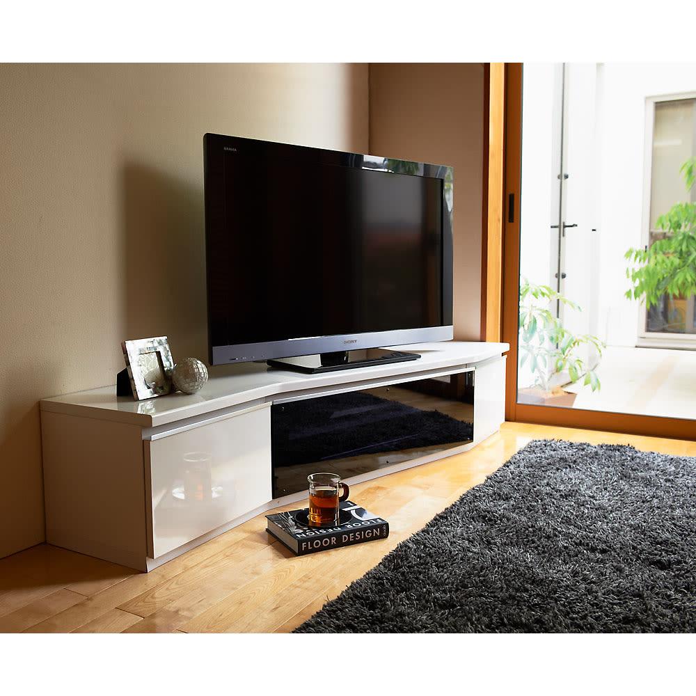 住宅事情を考えたコーナーテレビボード 幅165cm・左コーナー用(左側壁用) 使用イメージ(ア)ホワイト ※写真は右コーナー用です。