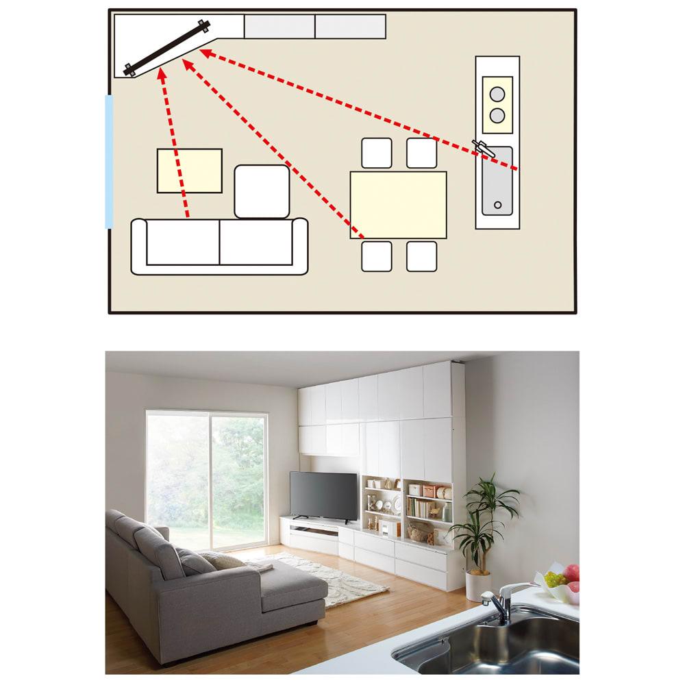 コーナーテレビ台壁面収納シリーズ オーダー対応突っ張り式上置き(1cm単位) 幅117cm・高さ51~78cm みんなの視線を集めるコーナー専用壁面収納。お料理中の立ち仕事でも、テレビを観ながら家族と楽しい会話が弾みます。
