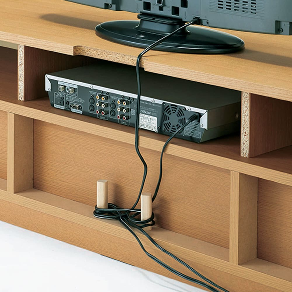 オーク材アールデザインシリーズ テレビ台 幅120cm 背板がなく、デッキの配線がラク。壁にピッタリ付けられます。