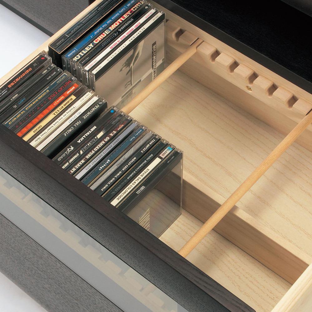 オーク材アールデザインシリーズ テレビ台 幅120cm 左引き出しにはCDやDVD収納に便利な仕切り付き。