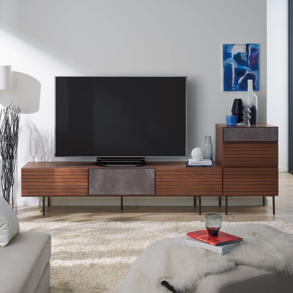 セラミック調ガラスのスタイリッシュテレビ台 幅180cm コーディネート例(ア)ウォルナット