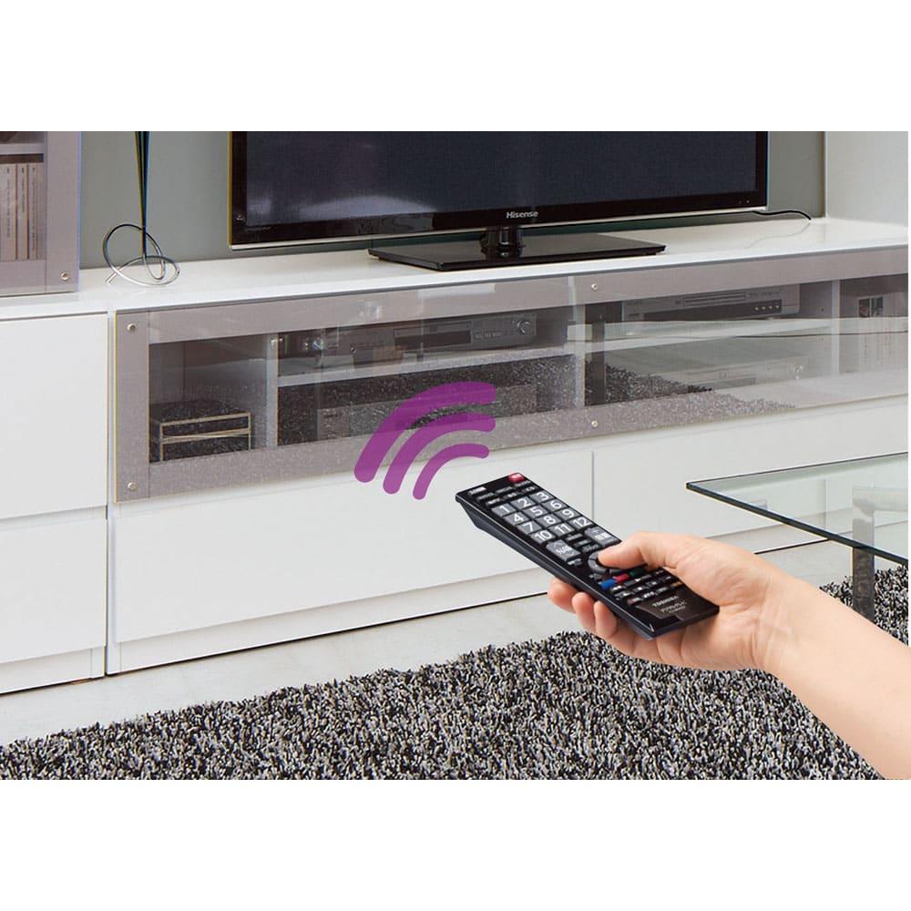 ソファや椅子からも見やすい高さ60cmの テレビ台 幅150cm テレビ台は扉を閉めたままでもリモコンが使えます。