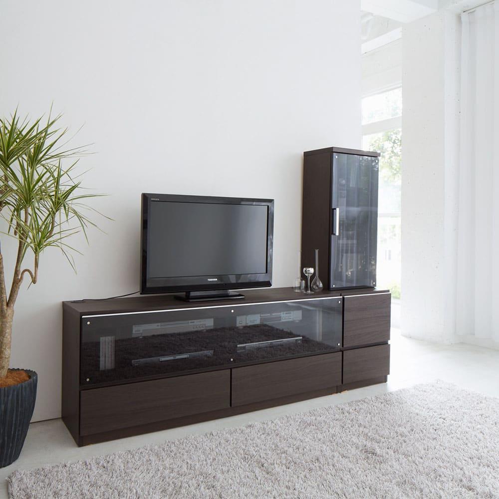 ソファや椅子からも見やすい高さ60cmの テレビ台 幅180cm (イ)ダークブラウン色見本 ※写真は(左)テレビ台幅150、(右)キャビネット幅60です。