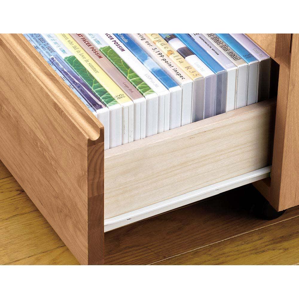 アルダー天然木ユニットボード キャスター付きテレビ台 幅159cm 引き出しはコロレール付きで開閉がスムーズ。DVDやゲーム類も収納できる内寸サイズになっています。