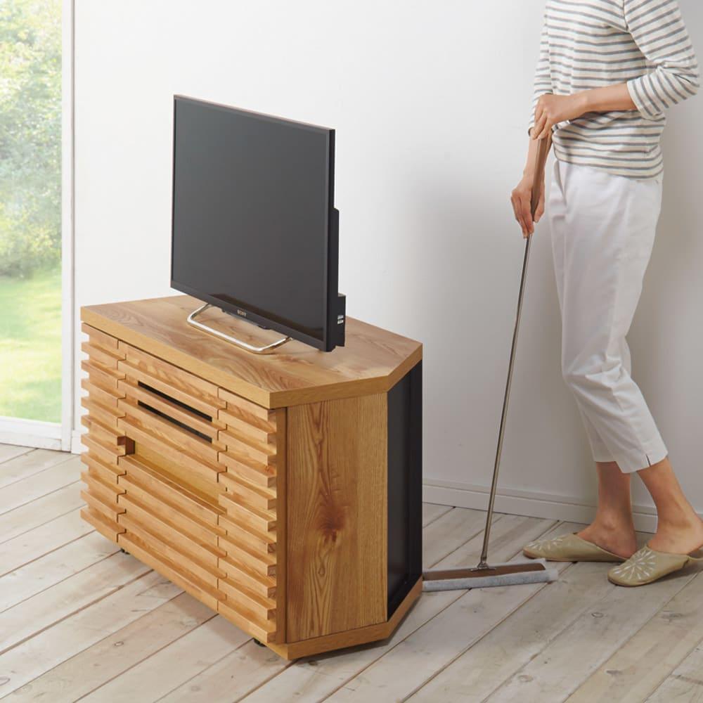隠しキャスター付き天然木格子コーナーテレビ台幅120cm(隠しキャスター付き) 移動できて掃除にも便利な隠しキャスター付き。